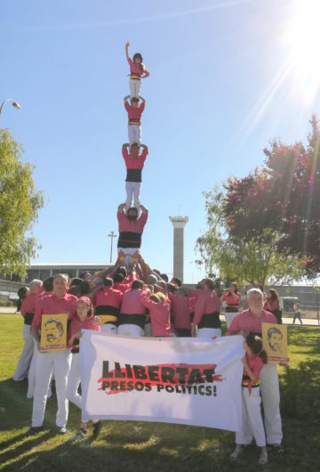 La Colla Vella dels Xiquets de Valls aixeca pilars a les presons de Madrid en suport i reconeixement als presos i preses polítiques